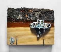 'Duvar Seramiği', Serbest elle şekillendirilmiş, sırlı porselen ve ahşap, 1240°C, 20x23 cm, 2014